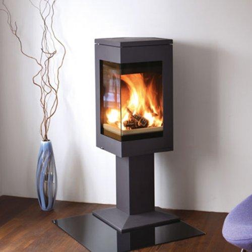Quadro 1 - черная печь на ноге с угловым стеклом