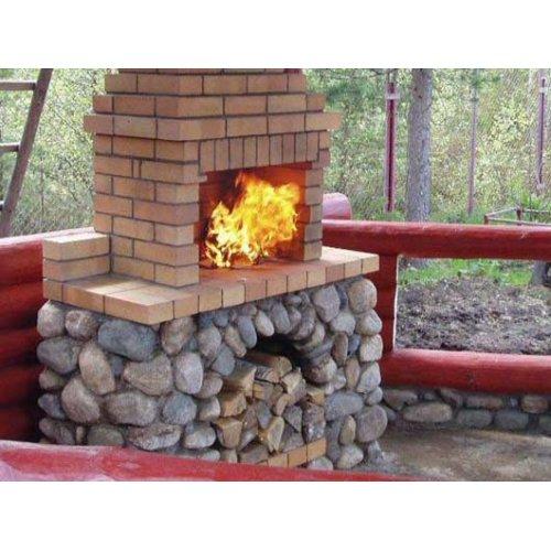 Кирпичное барбекю с декором из натурального камня
