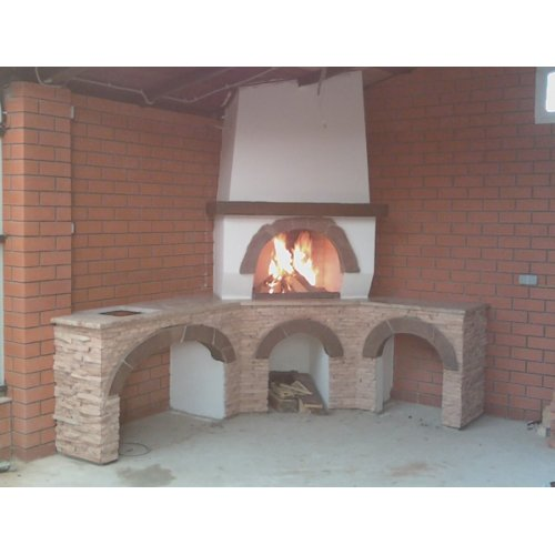 Угловая печь из природного камня
