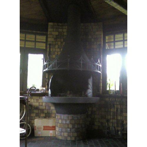 Круглая печь со стальным колпаком