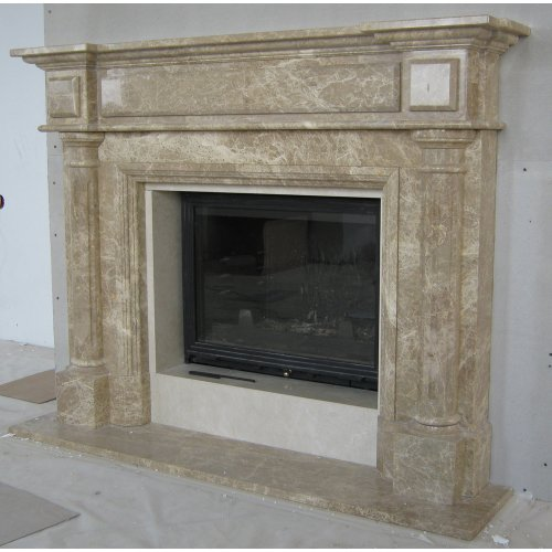 Вариант классического камина с резными колоннами