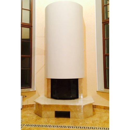 Современный каминный портал под призматическую топку