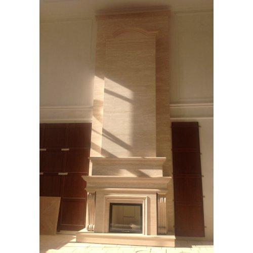 Шикарный каминный портал с резными элементами