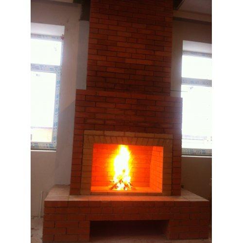 Фронтальный камин из огнепрочного кирпича