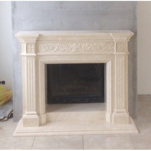 Классический камин из мрамора с резным декором