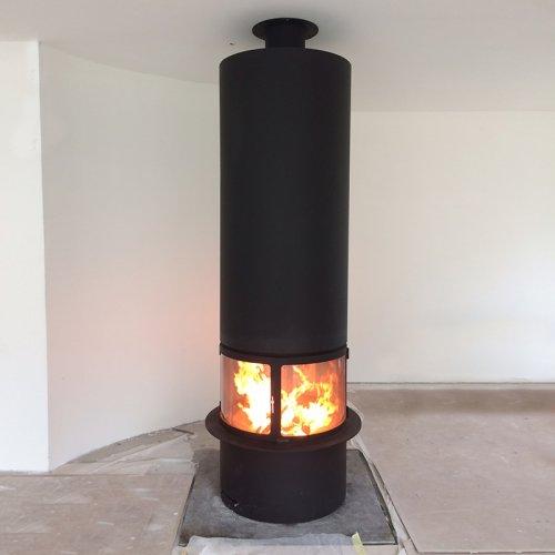 Центральный камин с круглым корпусом из жаропрочной стали