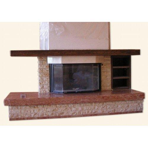 каминная конструкция с декоративной балкой