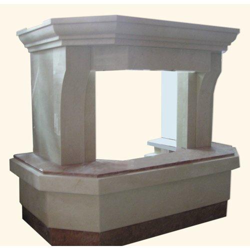 Дива светлый каминный портал с темной плитой