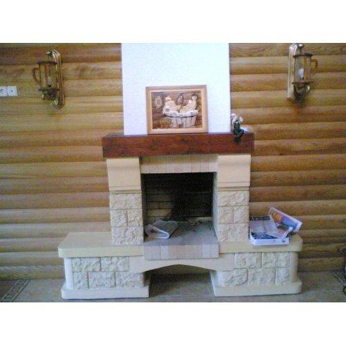 Фронтальный камин с декоративной балкой
