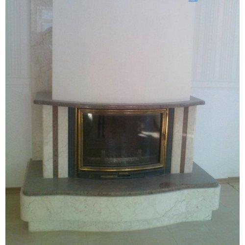 каминный портал из мрамора двух цветов