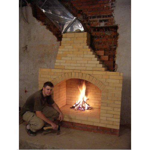 Открытый камин из огнеупорного кирпича