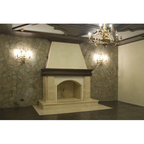 Мраморный камин с декоративным оформлением